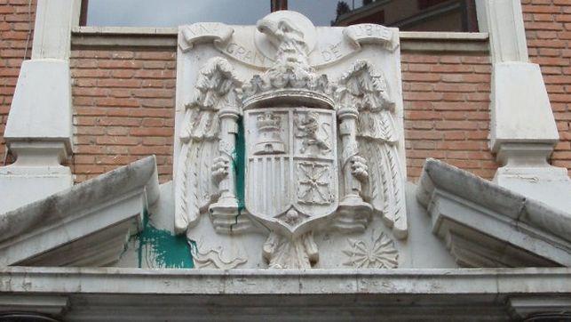 Escudo-franquista-fachada-Teodoro-Llorente_EDIIMA20160408_0099_18
