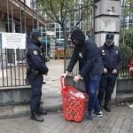 Policia-desalojar-Hogar-Social-Madrid_EDIIMA20170328_0100_19